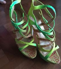 Moderne sandale sa kaisevima