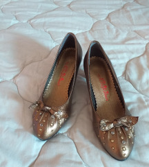 Nove zlatne cipele
