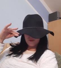 Nov trendi šešir