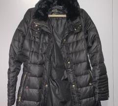 Stradivarius perjana jakna za zimu S
