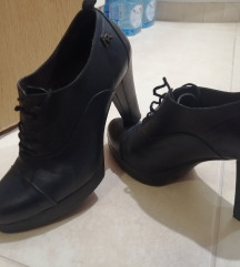 Kožne cipele na pertlanje