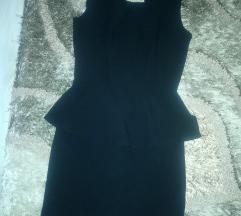 Crna haljina sa otvorom na ledjima