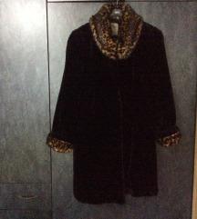Elegantna bunda sa leopard detaljima