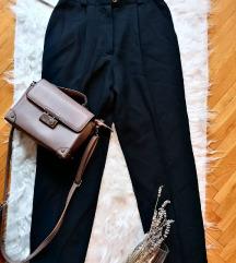 Crne pantalone/ Visoki struk/ vel M 38