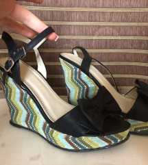%% 1000 din preudobne letnje sandale