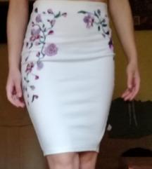 Amisu bela suknja sa cvetnim vezom