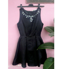 H&M mala crna haljina.