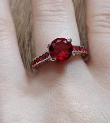 SNIZENJE Prsten vel 6 sa crvenim kristalom NOVO