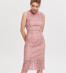 RESERVED divna puderasta cipkasta haljina NOVO