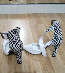 Elegantne cipele na štiklu NOVE