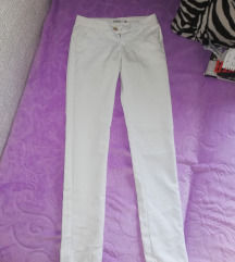 Prelepe bele pantalone  push up