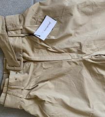 Stradivarius pantalone sa etiketom