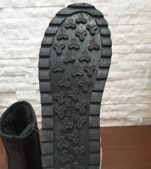 NOVE crne UGG cizme sa etiketom