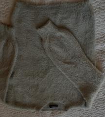 Čupavi bež džemperić