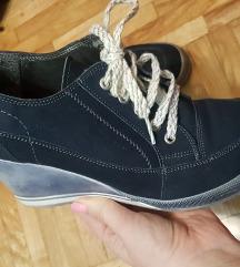Cipele sa pertlicom