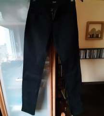 Nove pantalone vel 12