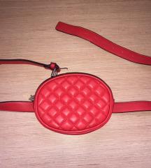 Crvena torbica oko struka