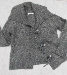 Moderan vuneni džemper na kopčanje vel. M