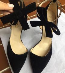 Prelepe crne sandale sa masnom oko noge