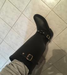 Nove zimske duboke crne cizme