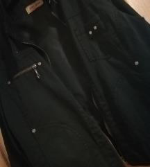 Tanka, crna jakna, nošena 3 puta. HIT CENA!!