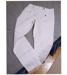 1500.. Zara pantalone sa dzepovima