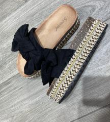 Crne papuce sa masnom