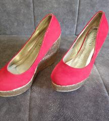 Cipele crvene na svetucavu platformu