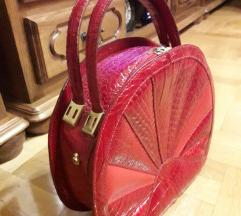 Genuine leather Italy crvena lakovana cvrsta torba
