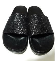 Crne papuce sa sljokicama