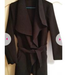 Crni mantil za prelazno vreme