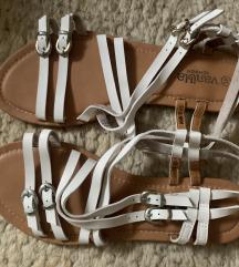 Bele Sandale sa kaisevima