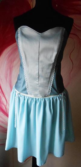 Svetlo plavi korset i suknjica