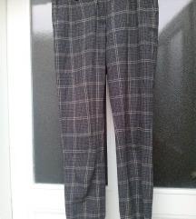Atraktivne   pantalone