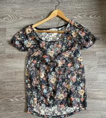 Pull and bear cipkana cvetna majica M