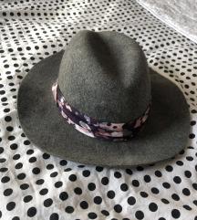 Prelepi sivi šešir (100% vuna)