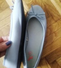 Plavo sive baletanke jednom obuvene