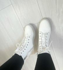 Bele cizme