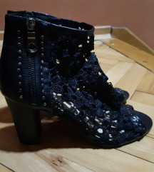 Nove cipkane crne sandale