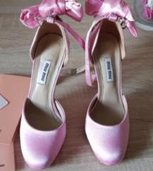 Roze saten salonke