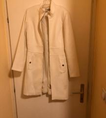 potpuno nov beli kaput