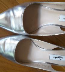% 4.700-Clarks srebrne  kožne sandalete