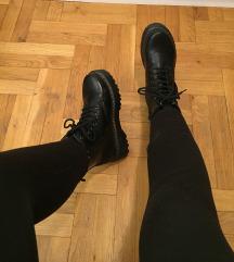 Crne cizme, martinke