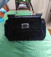 Crna krznena torba
