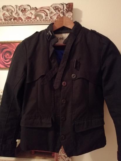 Lee jakna sada 2000 din.