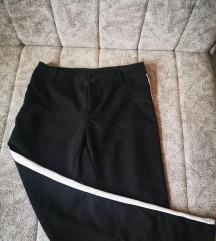 Crne pantalone sa trakom