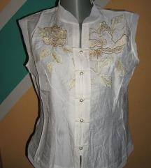 Bluza sa bisernim kopčanjem i zlatnim vezom