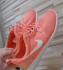 Snizeno!Nike  preudobne nove!