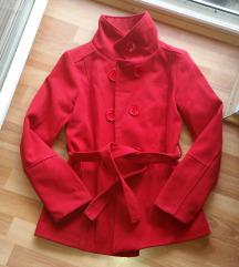 Jesenji crveni kaput