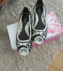 prelepe sandalice   350